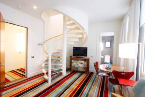 hotel debrett auckland loft suite spiral stair